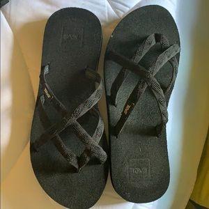 NWOT TEVA multistrap flip flop, sz 8, black